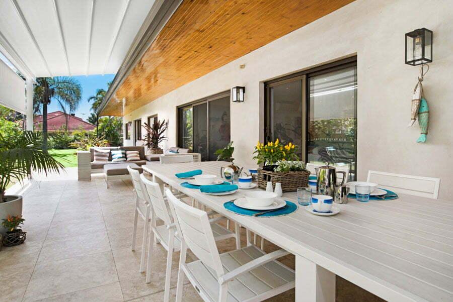 Coutdoor Breakfast Dining Area